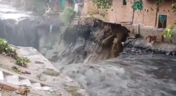 House collapses due to heavy rainfall in Delhi