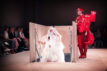 UNI FORM: Kostümschau auf der Güntzstraße