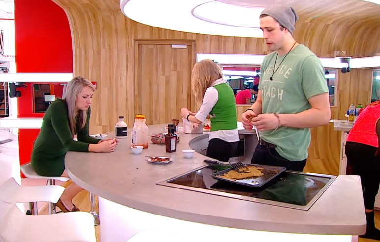 Big Brother Canada 2 – HGs in the kitchen
