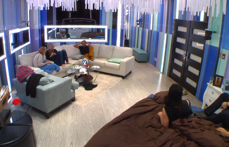 bbcan2-feeds-20140414-1253-hoh-room