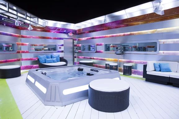 BBCAN5 Hot tub area
