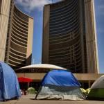 Toronto buộc người biểu tình cắm trại 2 tuần qua dọn khỏi quảng trường tòa thị chính