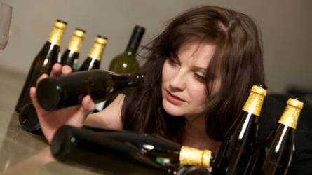 Women And Alcohol - Living With An Alcoholic Woman