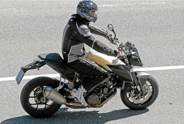 New bike news: Another KTM spy shot, Honda to build V4 supersport