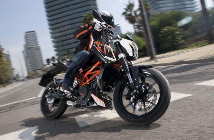 Sport, enduro versions of KTM 390 en route
