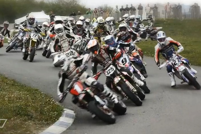 Video: Supermoto madness
