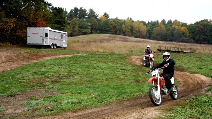 Instructor Alan Lakas rides Trail Tours' training loop. Photo: Zac Kurylyk