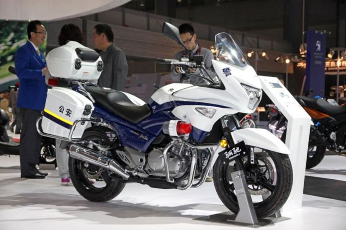Here's the police version of the GW250, which looks like it's only a paint job away from being a small-bore touring bike. Photo: Motorbeam