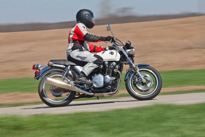 The Sand 2 is designed to efficiently vent air during hot-weather riding. Photo: Bill Petro