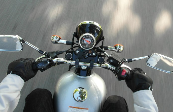 Suzuki keeps it simpler compared to the Wolf gauge pack. Photo by Fatima.