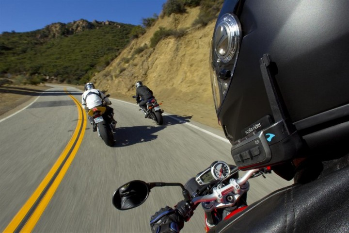 You can link up your G9 with up to eight riding buddies (in theory)