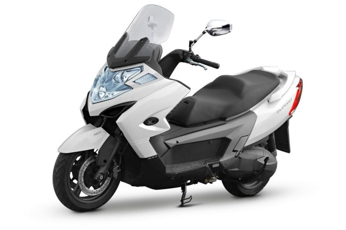 The MyRoad 700i is a maxi-scooter that seems to be aimed at competition with the European manufacturers,