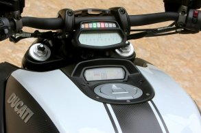2014 Ducati Diavel 16