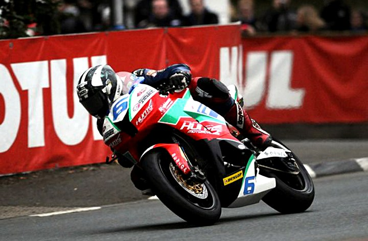 Michael Dunlop leads IOMTT Supersport qualifying