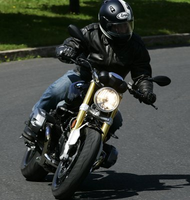 Handling on the R nineT is good, although the stiff suspension means a bad road will beat up the rider.