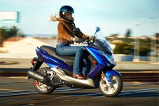 2015_Yamaha_SMAX_blue_ride2