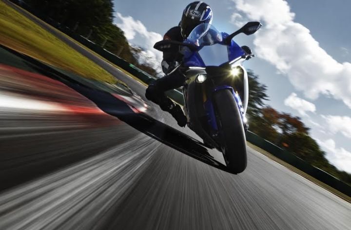 Video: Yamaha R1 promo
