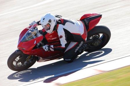 15-Ducati-1299PanigaleS_track_topleft