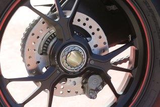 15-Ducati-1299Panigale_rearwheel