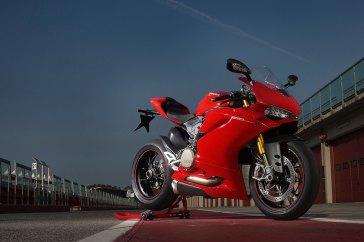 15-Ducati-1299Panigale_rightfront