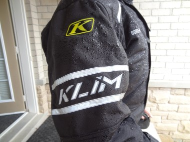 The Klim keeps out water and wind very well despite its light weight. Warren's a big fan!