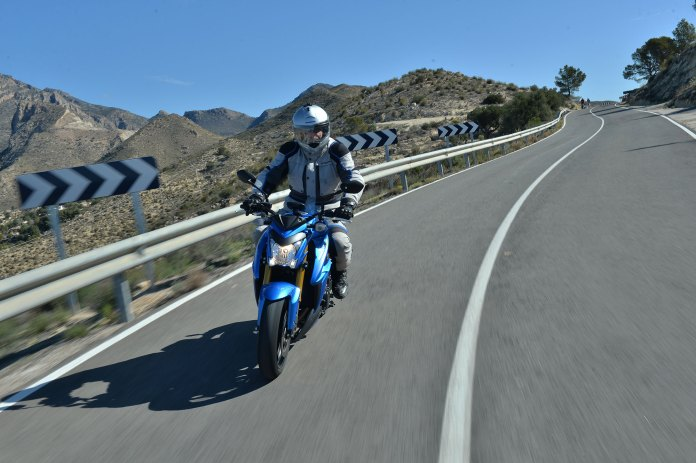 15_Suzuki_GSXS1000_rob_road2