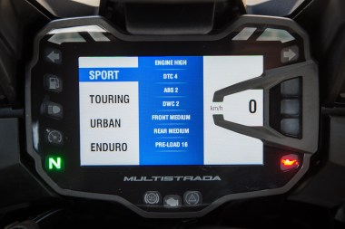 15_Ducati_Multistrada_dash2