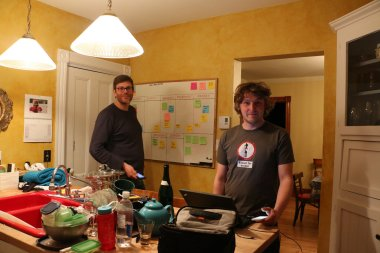 Who's that lanky bugger? Ed and Editor 'Arris 'ang out in the kitchen.