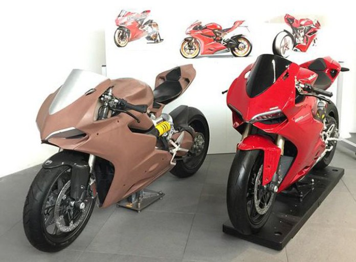 Ducati Panigale clay master model alongside a painted EPS plastic presentation model (sometimes called a P1). Image : Ducati