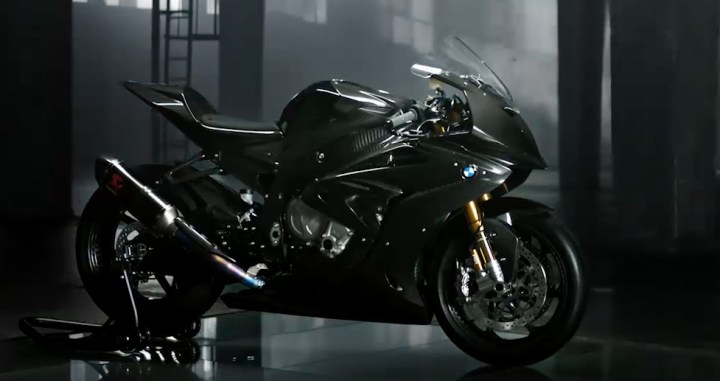CARBON-FIBRE BMW HP4