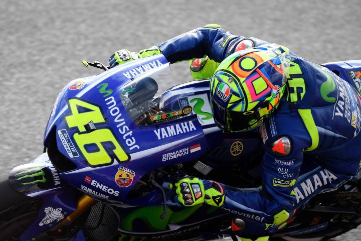 Despite broken leg, Rossi hopes to ride this weekend