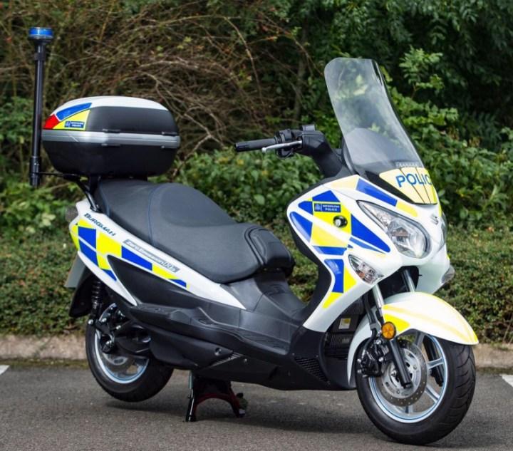 UK police testing hydrogen-fueled Suzuki Burgman