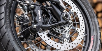 Moto Guzzi V85 1