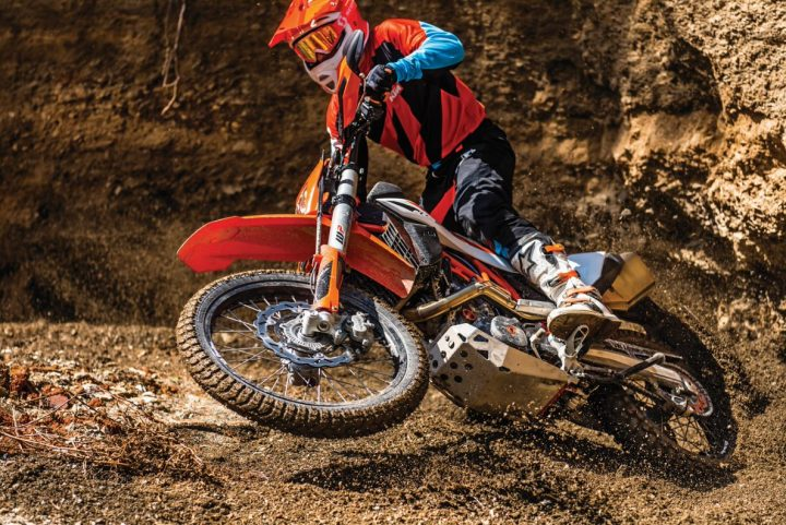 KTM 690 Enduro R: KTM keeps the big bore thumper dream alive