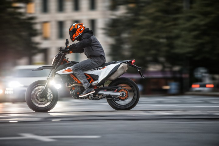 Test ride: 2019 KTM 690 SMC-R