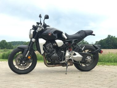 BMW R 18 Review (2020) - New BMW cruiser tested!