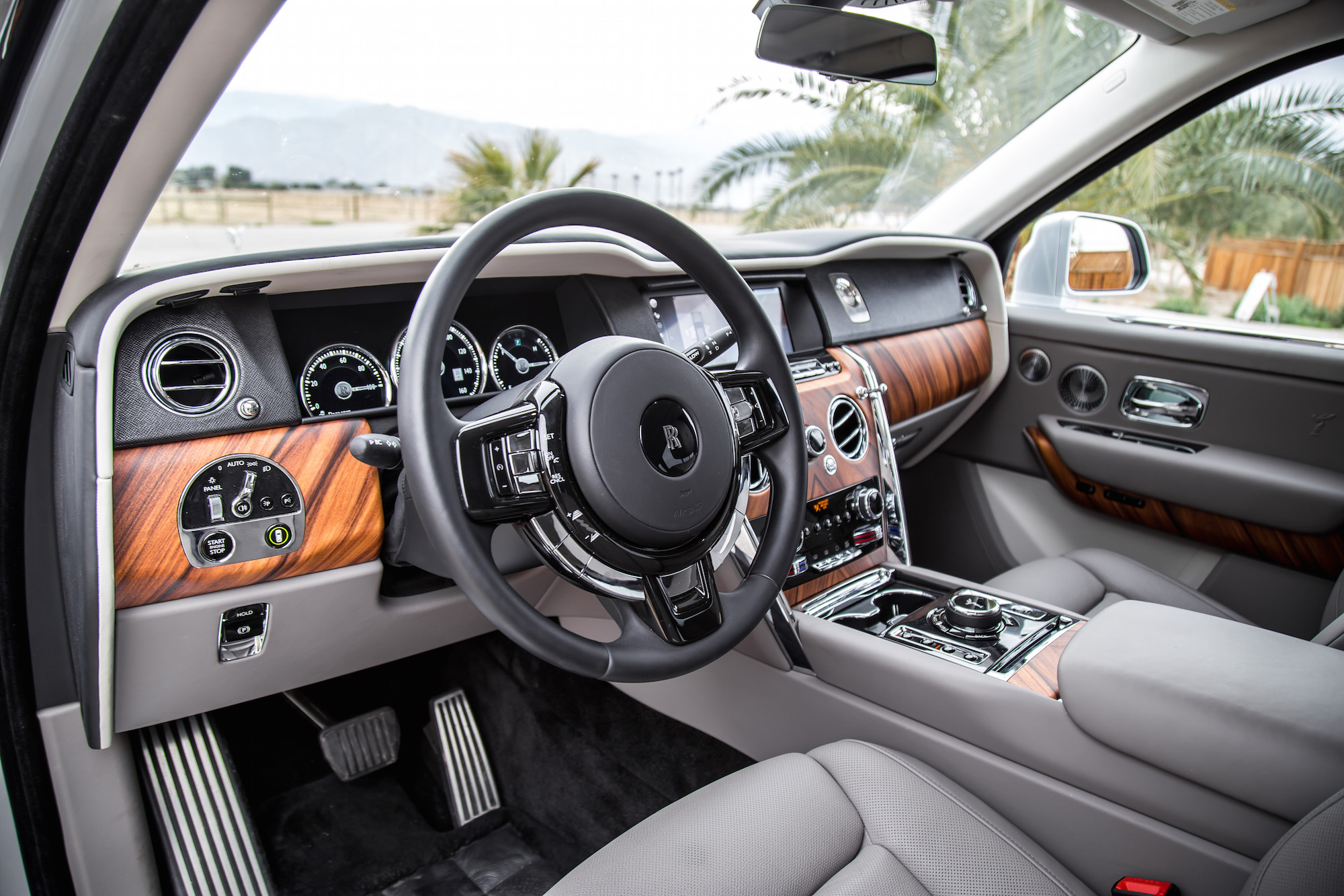 Review 2019 Rolls Royce Cullinan CAR