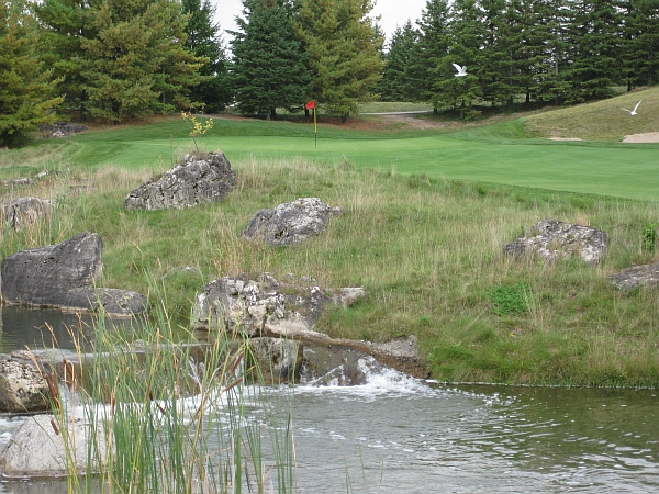 17th (with waterfall) - Hoot