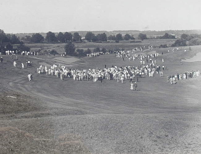 St. George's 11th hole in 1932. Note the bold movement in the bunkers.