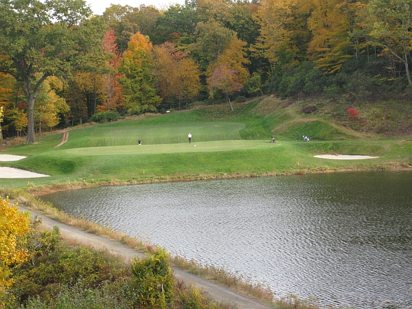 Yale's remarkable Biarritz (notice the massive dip in the middle of this 200-yard par-3)
