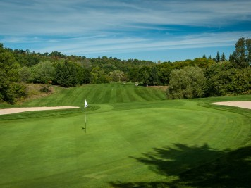 Par-4 9th hole at King's Forest