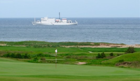 One Ocean ship and Cabot Links green (Image: Brian Kendall)