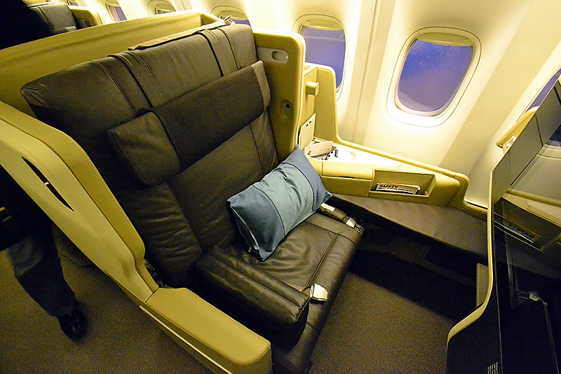 Singapore Airlines Boeing 777-200ER Business Class