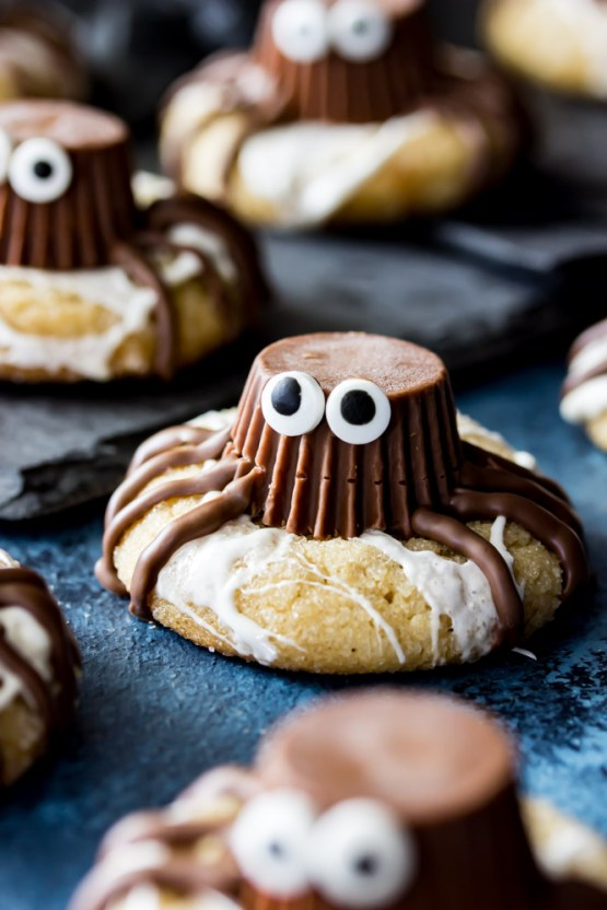 Halloween Spider Cookies from 30 Halloween Food & Treats Kids Will LOVE