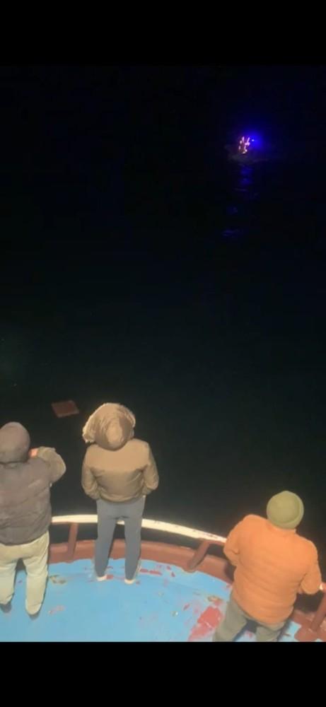 Gökçeada açıklarında alabora olan teknedeki 2 kişiyi arama çalışmalarında 7 saat geride kaldı