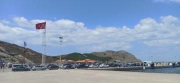 Gökçeada'dan dönen tatilciler Kuzu Limanı'nda uzun kuyruklar oluşturdu