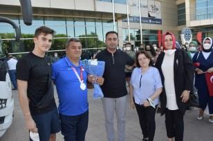 Milli Sporcu Korkmaz Biga'da coşkuyla karşılandı