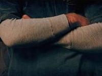 braços cruzados