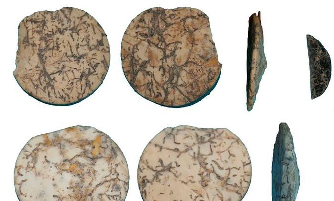 2. Adornos cónicos del Neolítico medio encontrados en Granada. / Claudia Pau et al.