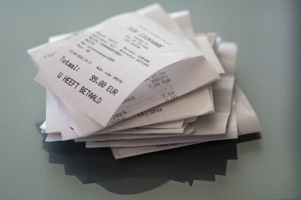 No debemos guardar los tickets de la compra en el coche, el monedero o el bolso.
